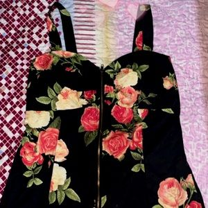 Flower top size M never worn